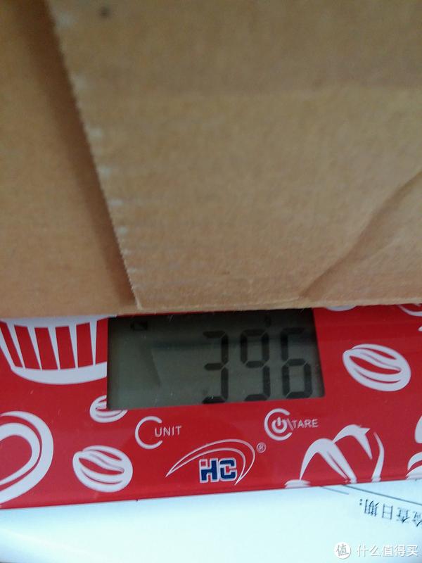 (上图为亚马逊自营箱子空箱称重,尺寸大概是25*30*40cm,误差1-2cm)