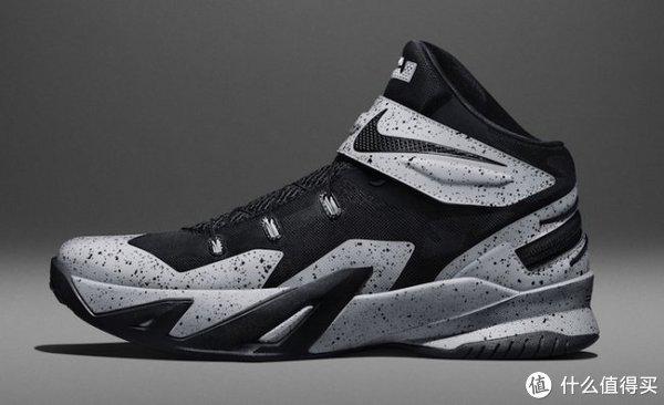 采用无鞋带式设计:nike 耐克 发布 lebron soldier 8 flyease 球鞋图片
