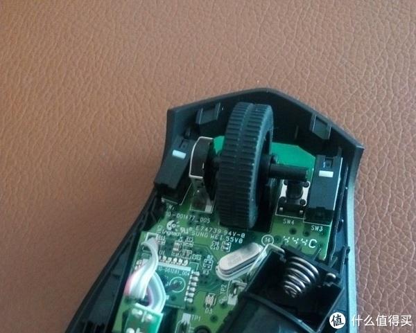 ▼罗技新品m275使用的编码器滚轮(此款鼠标具有不同程度的缩水,似乎开