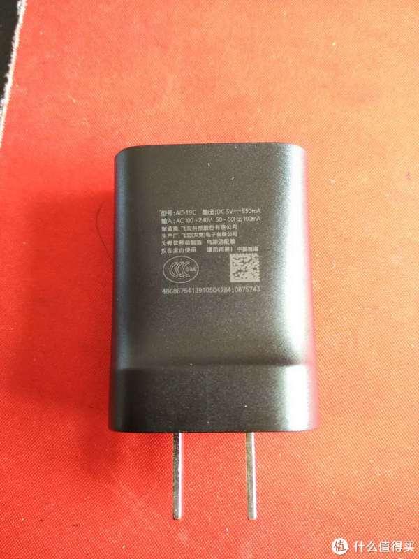 充电器插头手感不错,虽然价格便宜,但是做工不含糊
