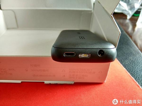 充电口是micro usb接口,可以和安卓手机通用数据线,不用另带了