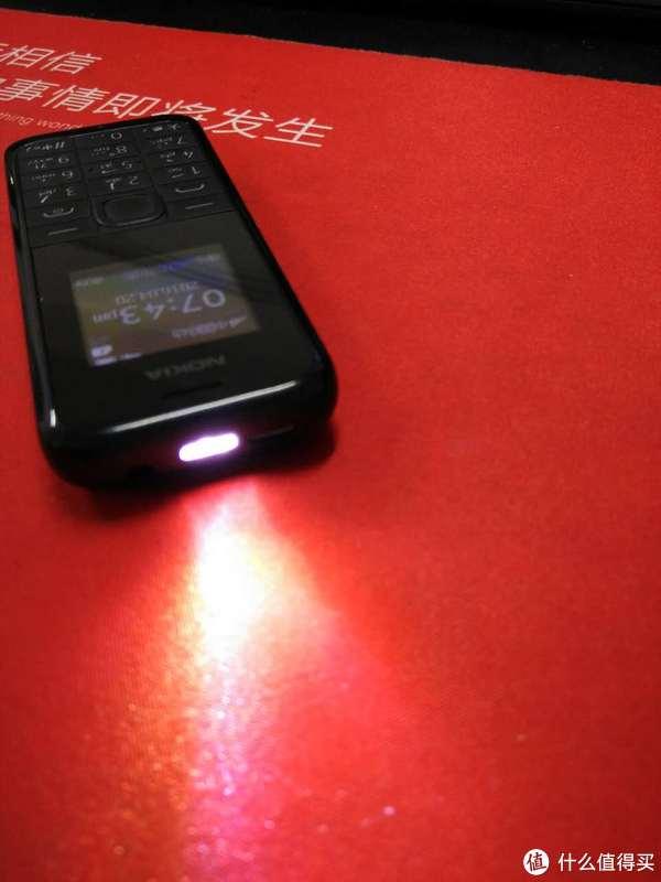 这个手电功能不是很亮,但可以照亮开门,看清眼前的路