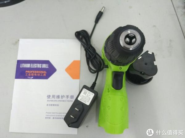 卡瓦尼12V充电锂电钻及配件实拍图