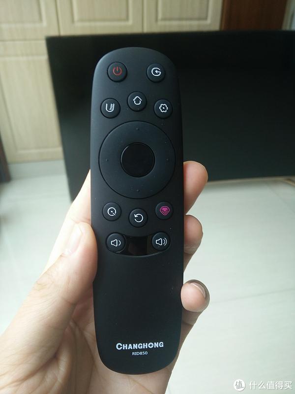 遥控器很简洁,手感一般,没有数字按键看来是趋势了。