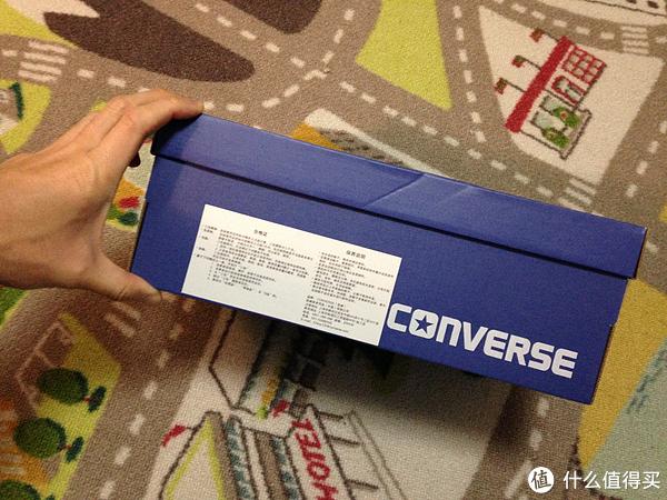 匡威鞋盒_跟普通匡威的鞋盒不同,合格证贴在前面,边上