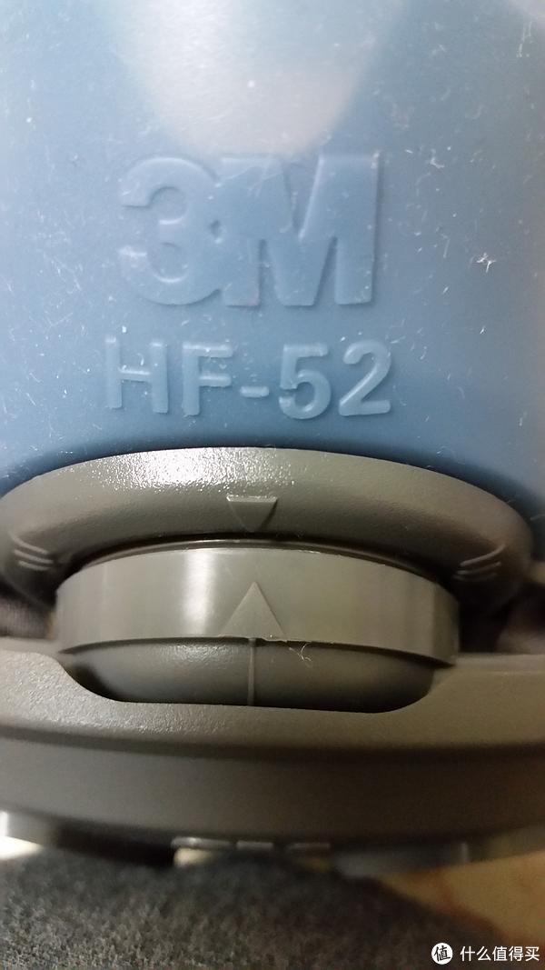 滤棉承接座和面罩有个箭头可以对齐水平