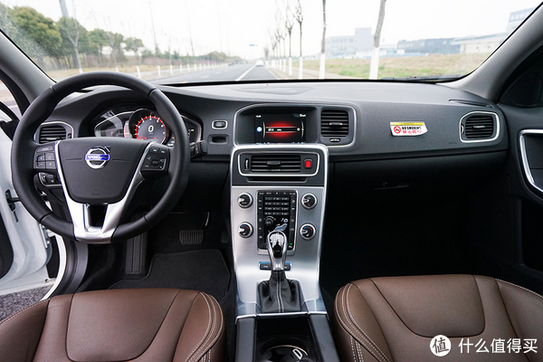 评车场 No.14:「又快又安全」?试沃尔沃S60L E驱混动
