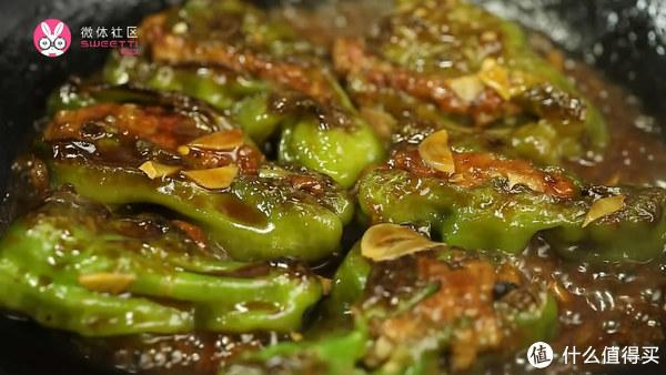 有多少人不爱吃青椒,却爱惨了虎皮椒酿肉?