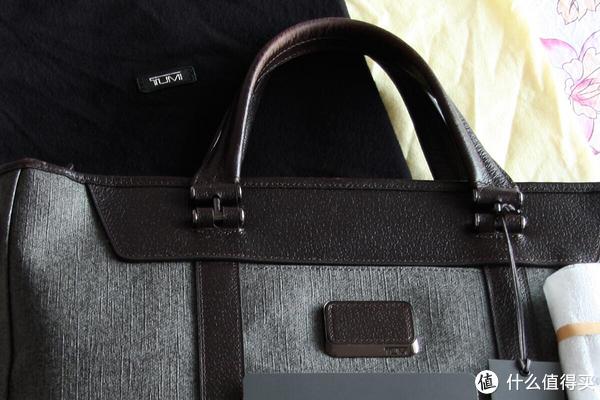 黑色绒布包装袋质感很好。