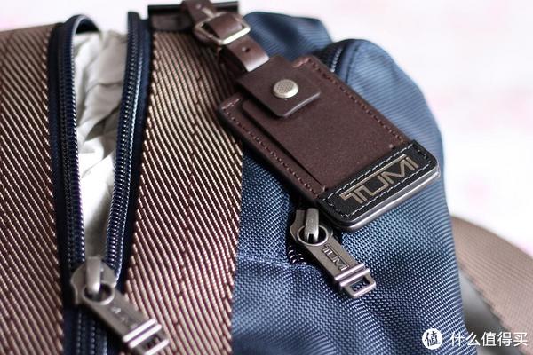 TUMI的皮质吊牌,但是质量比手提包吊牌质量差太多。