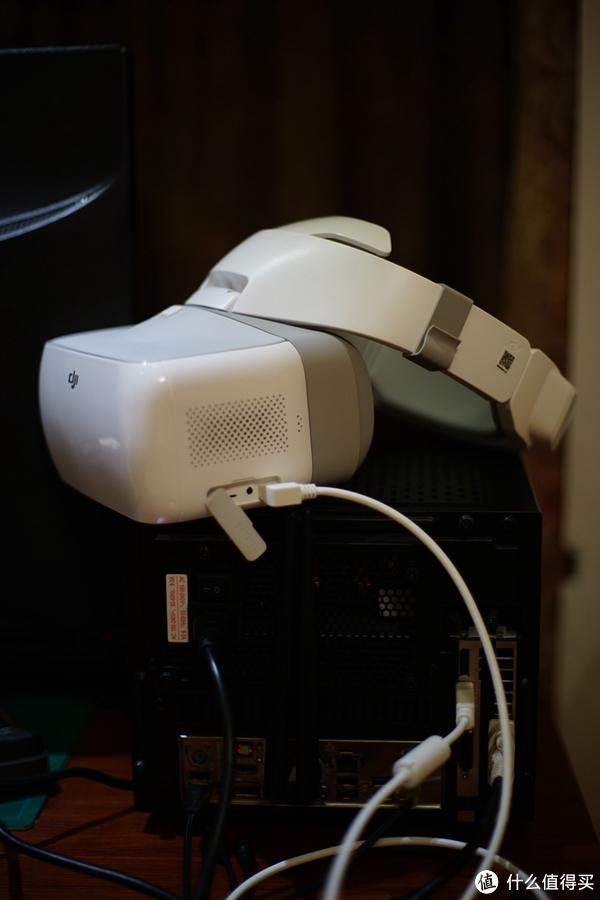 Goggles带了一根HDMI线,但很短,我转身去买了根3米的