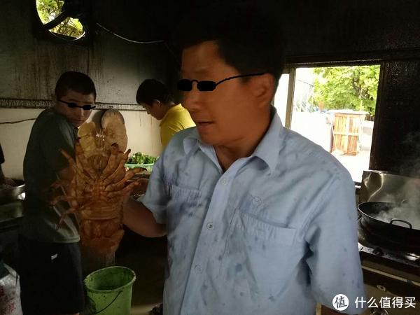 不知道这么大的皮皮虾你见过没有。