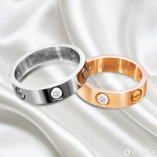 一般名品珠宝的戒指、钻戒托都具有一定的厚度和质感