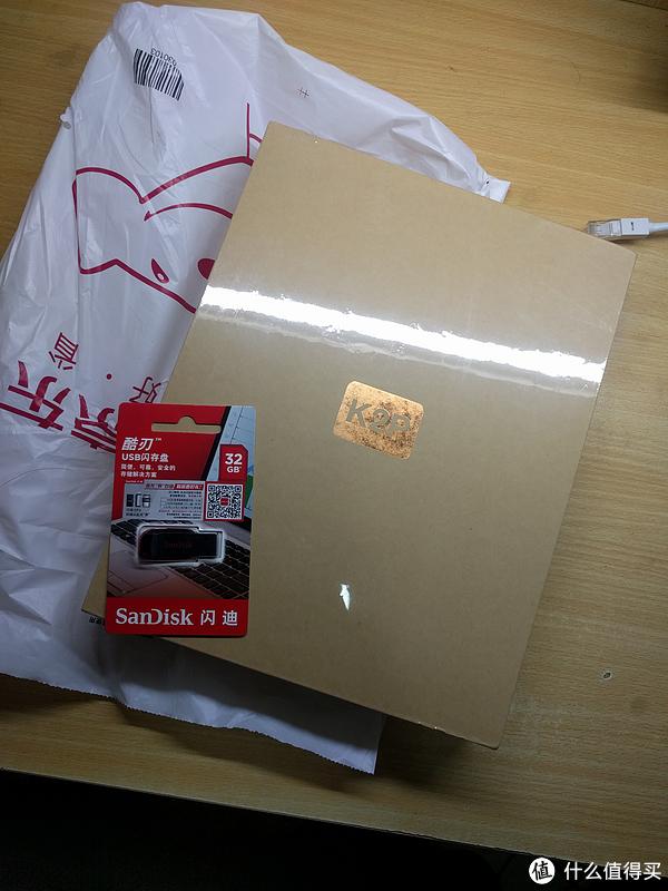 包装里有路由器和U盘
