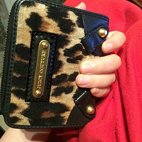可爱mix性感:Juicy Couture Wild Things SFP Zip Around Velour French Wallet 女款豹纹钱包