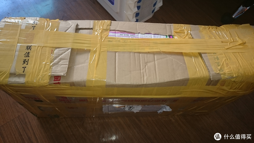 五花大绑,包装结实可靠,胶带纸印有朕值道了字样。