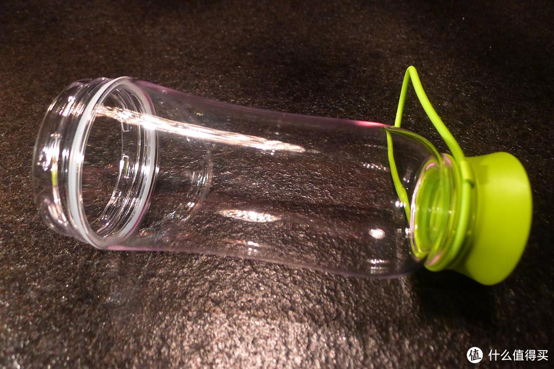 跟其他类似杯子比弧线圆润,多了根手提带子