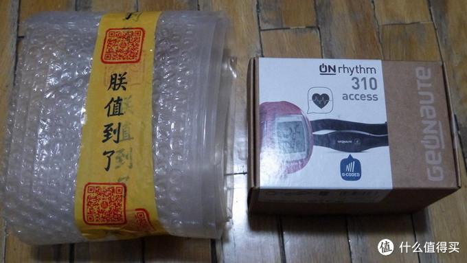 手表包装,包了几圈的泡泡,防止磕碰。现在迪卡侬是环保纸盒包装