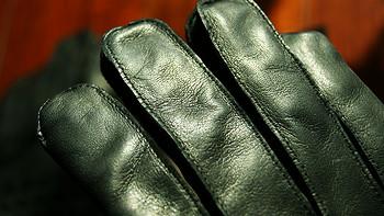 冬日里的温暖:Bottega Veneta 男士黑色编织软质小羊皮手套