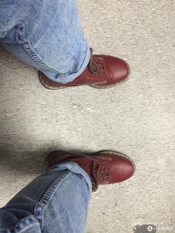 原汁原味的马丁体验:英产 Dr. Martens 男士马丁靴 1460