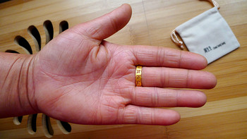 给妈妈的母亲节礼物:周生生 足金六字大明咒戒指