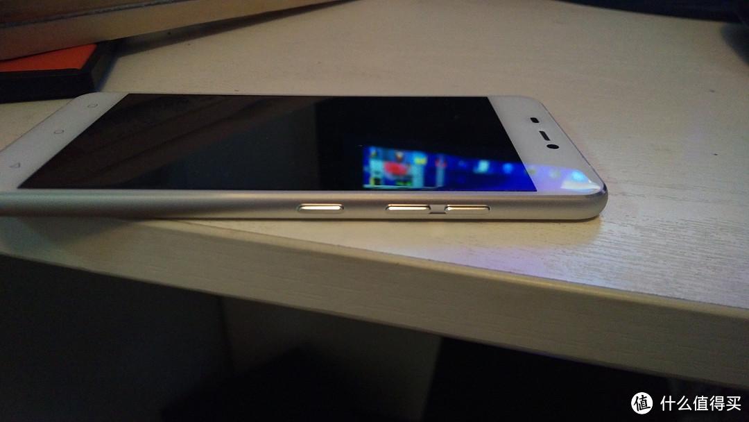 靠脸吃饭,身板也够劲。iuni N1 移动联通双4G智能手机(白色)评测报告