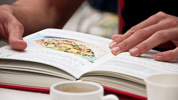 那些年送给老婆的礼物 篇三:我的家庭菜谱:SUCK UK—My Family Cook Book