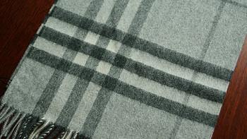 骑士风范 — Burberry 博柏利 女款浅灰经典格纹羊绒围巾