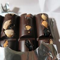 Cailler 凯雅 巴旦木、榛仁、蓝莓黑巧克力 开箱试吃