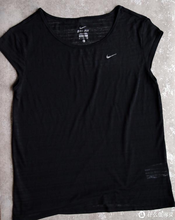 #品牌故事# 谈谈如何选购Nike Running——耐克跑步装备 篇一:上装和下装