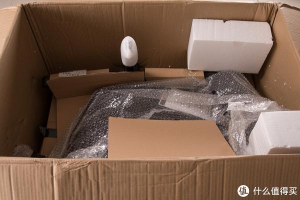 每个部件都有泡沫纸或硬板纸包裹好。