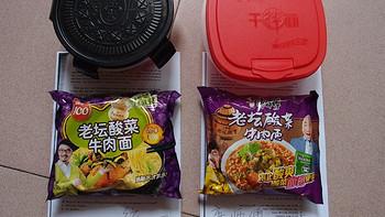 闲人来评述哪家老坛酸菜更好吃?