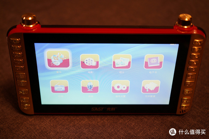 老人的电子产品能否更好:SAST 先科 S98 老人看戏机开箱