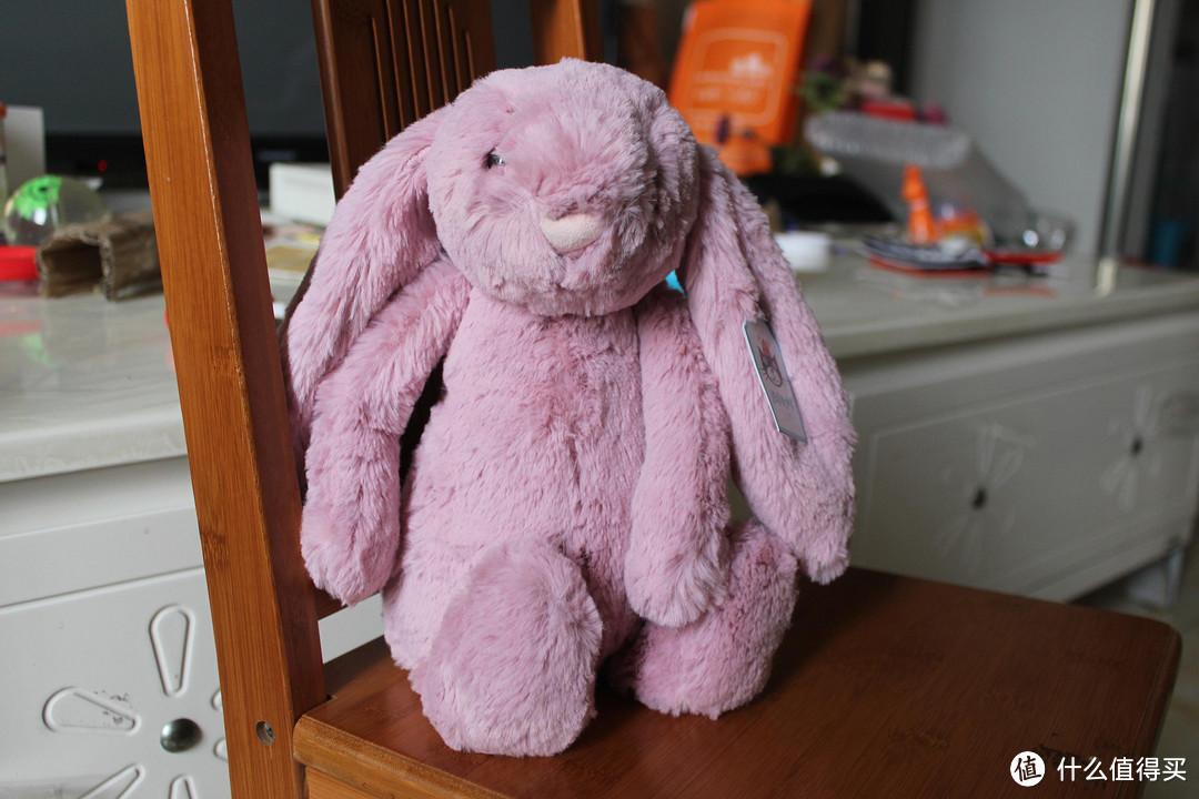 给娃娃买的第一个玩偶:海豚村英国直邮 JELLYCAT 害羞兔开箱