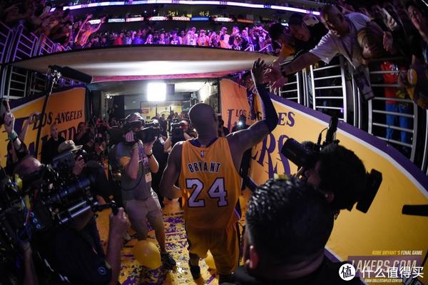 #首晒# 黑色褪去,穿梭流离:Zoom Kobe 11 FTB 科比11 黑金 篮球鞋 开箱感受
