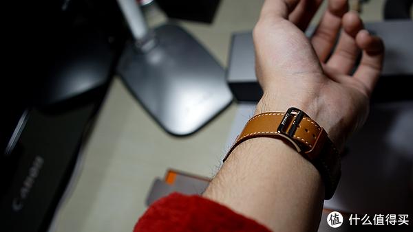 #首晒# 年轻人的第一件爱马仕 — Apple Watch Hermès 42 毫米 Fauve Barenia 棕色 Single Tour 表带