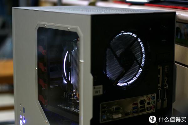 看学生党怎么装一台实用又有B格的电脑