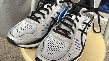 颜值与实力并存——美亚购入 ASICS 亚瑟士 GEL-KAYANO 22 D宽 白色跑鞋