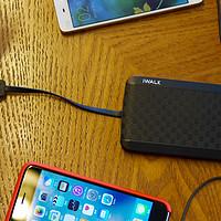 iWalk 魔蝎8000 自带充电线 移动电源使用总结(优点|缺点|功能|设计)