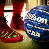 亮眼的篮球?Wilson 威尔胜 NCAA疯狂三月四强赛 复刻版 1233S