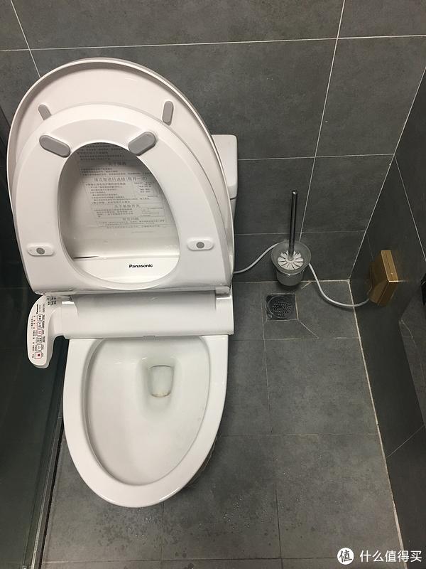 我家卫生间的干区,当时工人告诉我说干区没必要装地漏