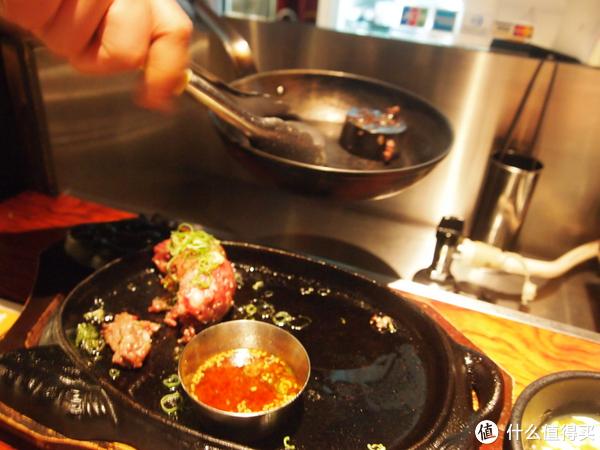 一团生肉一块铁 日本烤肉店另类的汉堡肉吃法