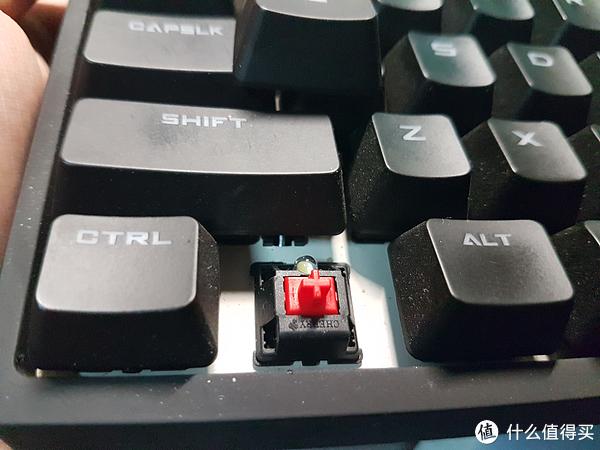唯依爱数码---浅评喜爱的它 篇一:酷冷至尊---87键极光 一把爱不释手的keyboard