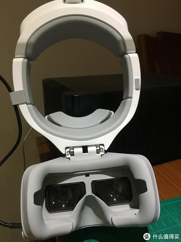 这是头环,是可以和眼镜分开的,但里面藏了电池和天线