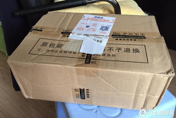 纸箱包装,注意要退货必须用原包装,所以有买的时候别丢了