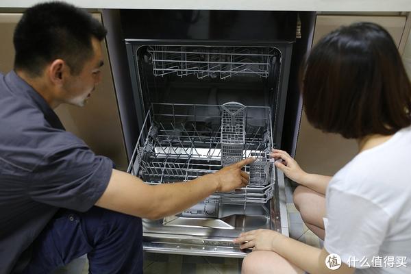 SIEMENS 西门子 SC73E810TI全自动洗碗机测评 篇一:家中迎来了厨房小帮手:全自动洗碗机(安装篇)