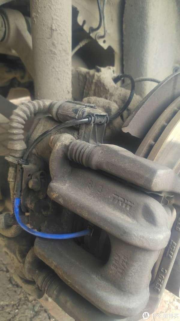 修车不求人:自己动手更换刹车片感应线
