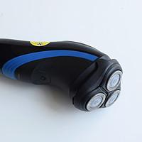 飞利浦 S1050/02 剃须刀产品特点(刀头|电源键|指示灯|充电孔)