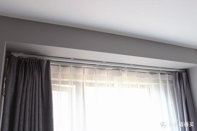 明装的窗帘杆其实也不丑