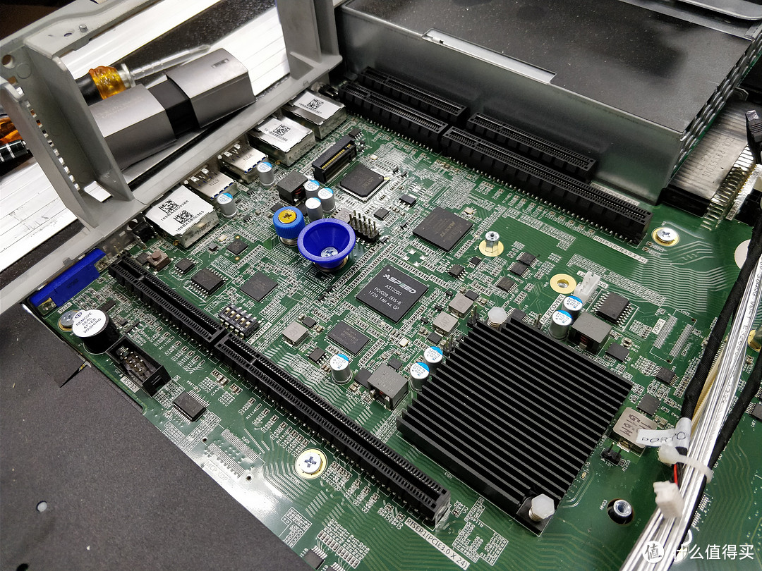 16核32线程384GB内存!双路Intel至强数据服务器拆解